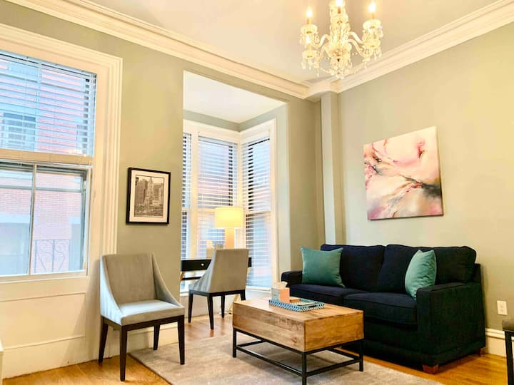 Gorgeous Beacon Hill 1BR | 1BA