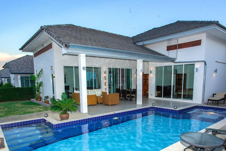 Fin  poolvilla i en lugnt område i Hua hin