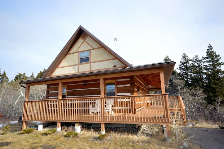 Crowsnest Riverside Cabin -42km to Castle Resort