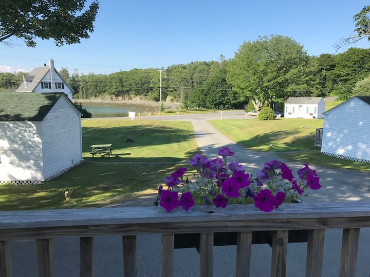Laughing Gull Cottage at Bay Meadow Cottages