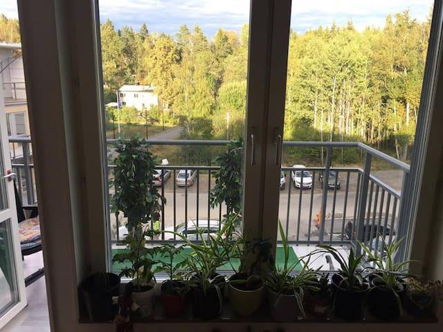 Mysig 2:a, med balkong, veranda och 5 m till natur - Handen - Appartement
