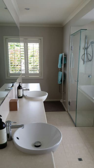 Large bath, shower, dual basins & toilet in spacious en-suite