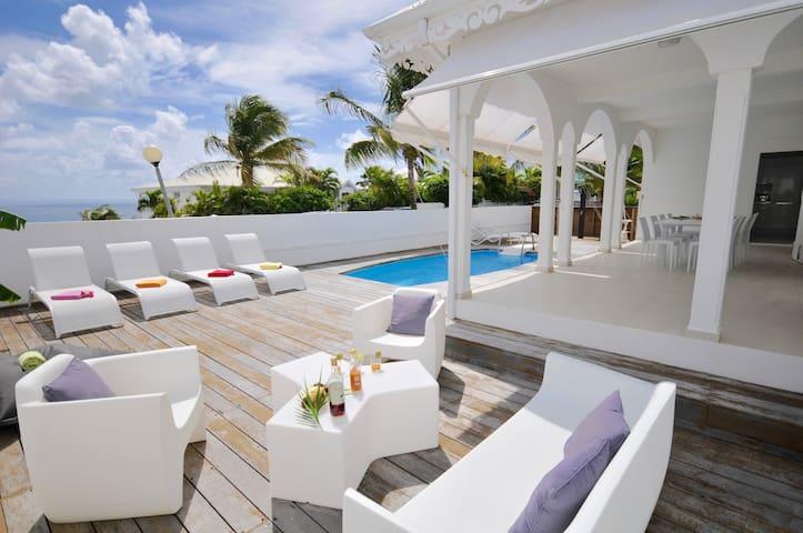 Villa CHARLES bord de mer