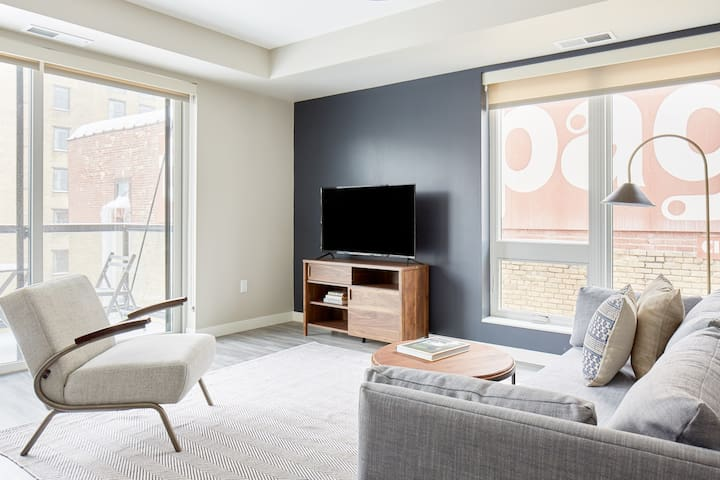 Sonder | East End | Chic 2BR + Balcony