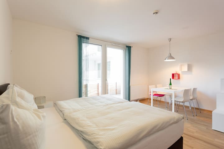 1.3.Great, new apartment near metro + free parking - Wien