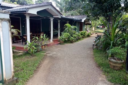 Lake Breeze home stay Sigiriya
