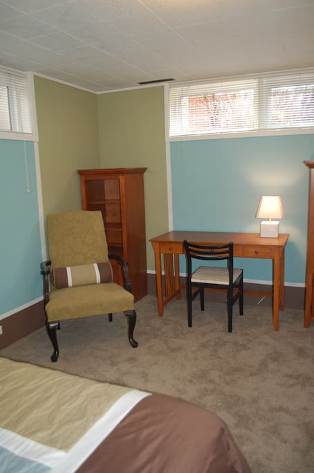 Sunny, spacious, comfy room with work desk and TV