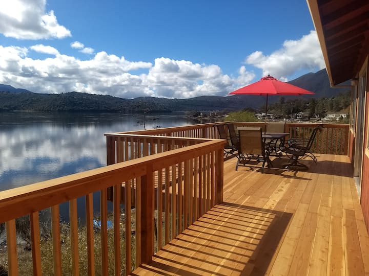 La Maison Du Lac,  Lake Front sleeps 6