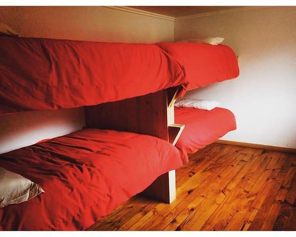 Cama habitación compartida Swell Hostal Matanzas