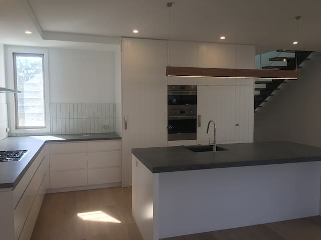 Brand new, modern luxury 4 bedroom home in Manly