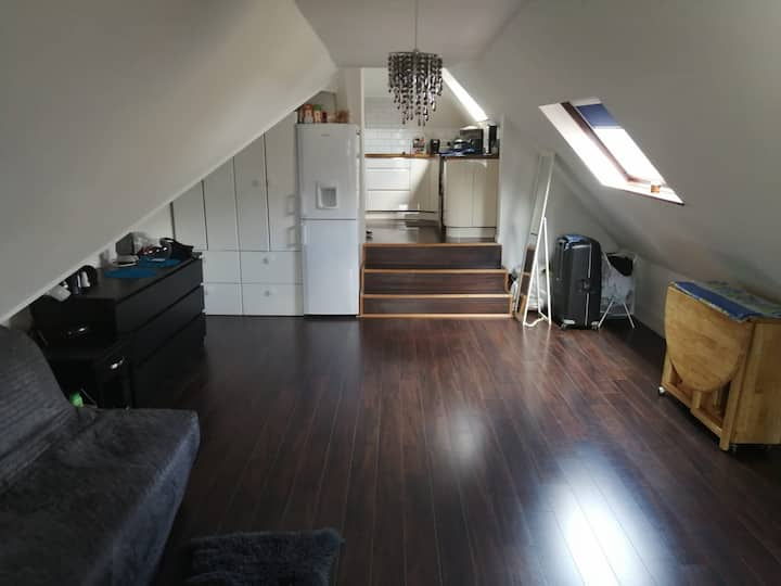 The Queen's Loft - 2 min walk from piccadilly line