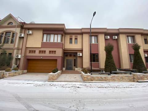 Perfect big house in Private zone (3 levels)