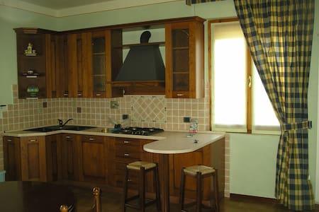 appartamento a campello sul Clitunn - Campello Sul Clitunno - Haus