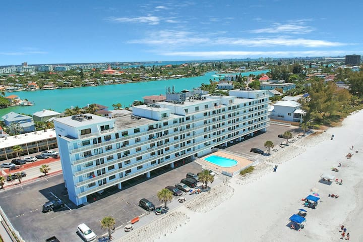 Cozy waterfront condo w/ a shared, heated pool - just steps from the beach!