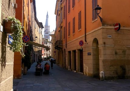 Private room in the heart of the City! - Modena - Apartment