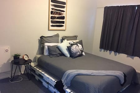 Prime location, double size modern room. - Palmerston North