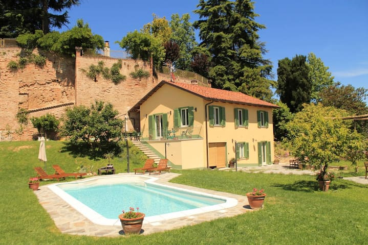 Monferrato. country house for 8 people. - Montafia - Дом
