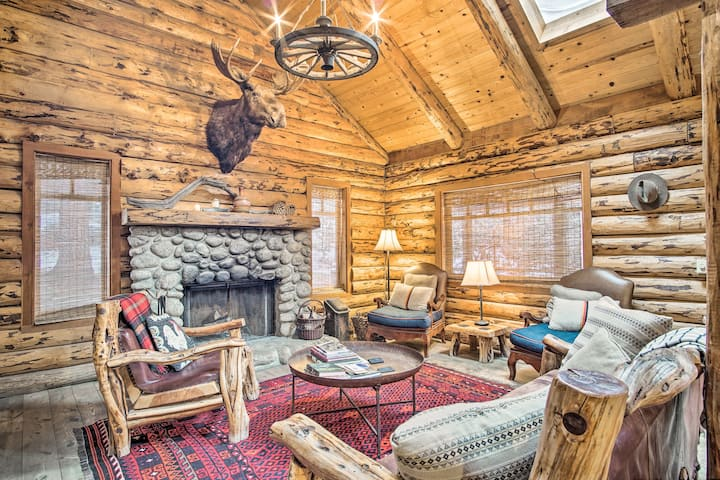 Remodeled Idyllwild Cabin w/Hot Tub & Forest Views
