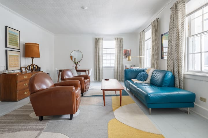 Beautiful Private Suite for 2-4 in Kingston