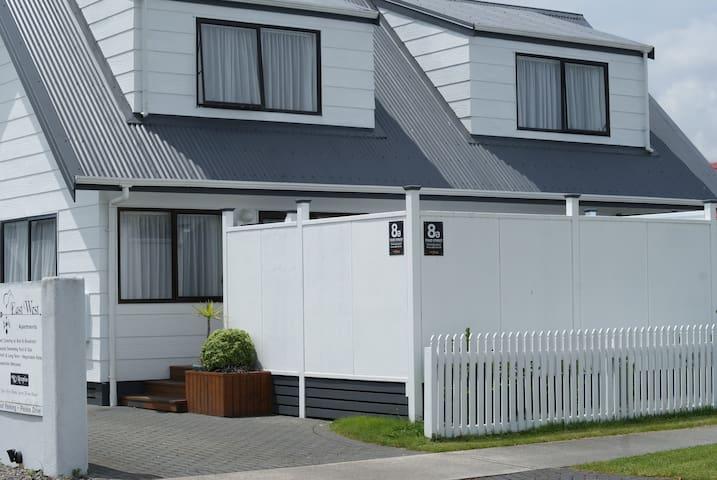 2 Bedroom - Stay in the heart of Rotorua!