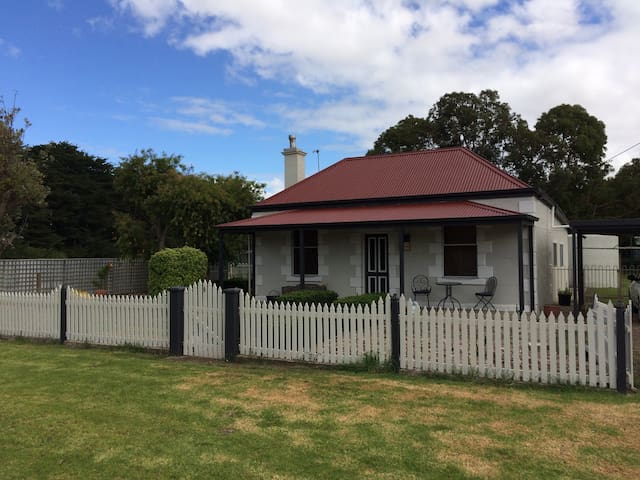 Country cottage set in quiet rural town