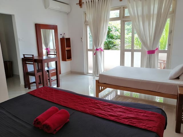 Superior triple family Room@ SithilaVilla Colombo