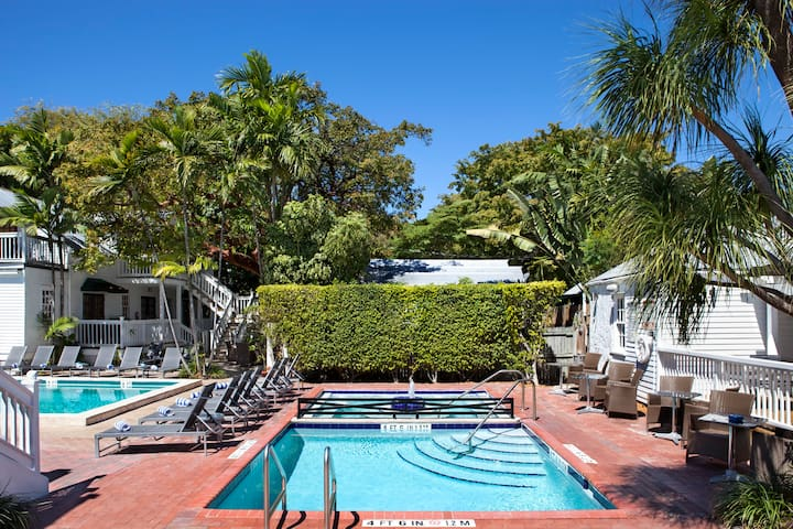 Private 6 person room - NYAH Adult Exclusive