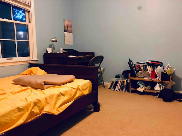 Comfortable Bedroom Walking Distance to Downtown