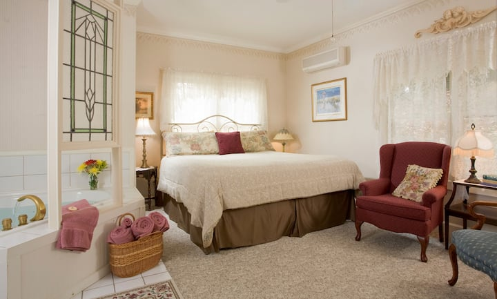 Library - Arsenic and Old Lace Bed & Breakfast Inn