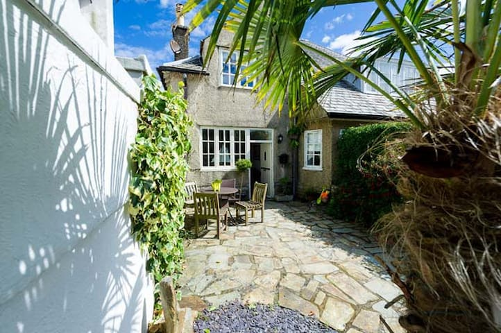 Abersoch Haulfryn Cottage Grade 11 listed