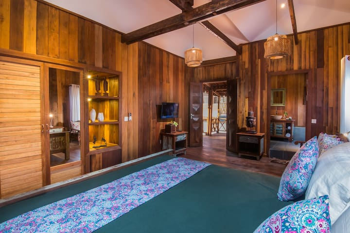 Deluxe room in Antique wooden villa