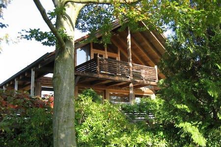 Charmante Wohnung nähe Ammersee mit Sonnenloggia - Grafrath - Appartement