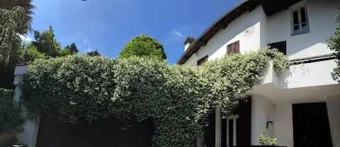 Malpensa & Lakes, cozy single room in a big villa