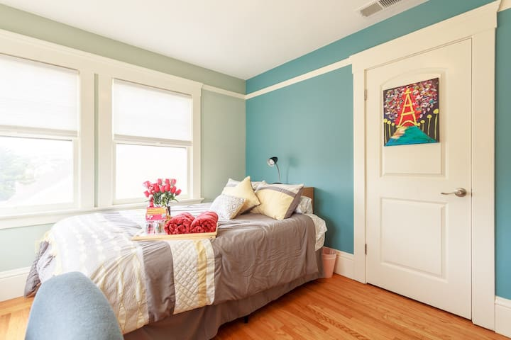 Bright Beautiful Room for two in SF (BK)