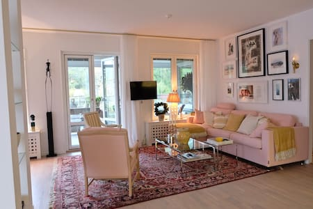 Light apartment with large terrace - Nacka