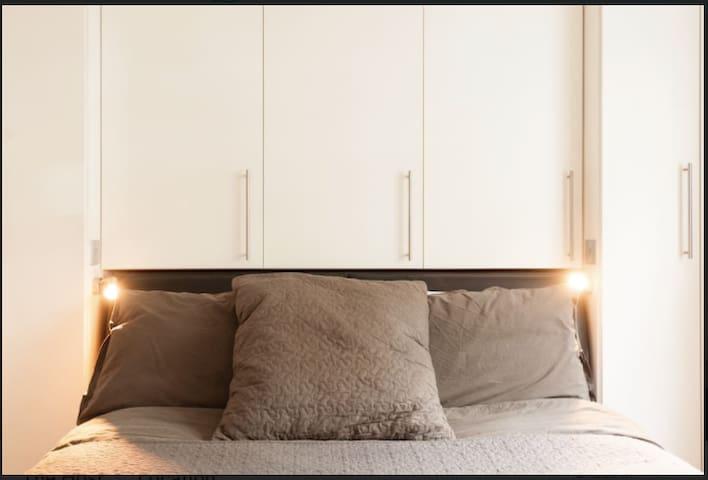 Cozy renovated flat 5 mins from Portobello Market