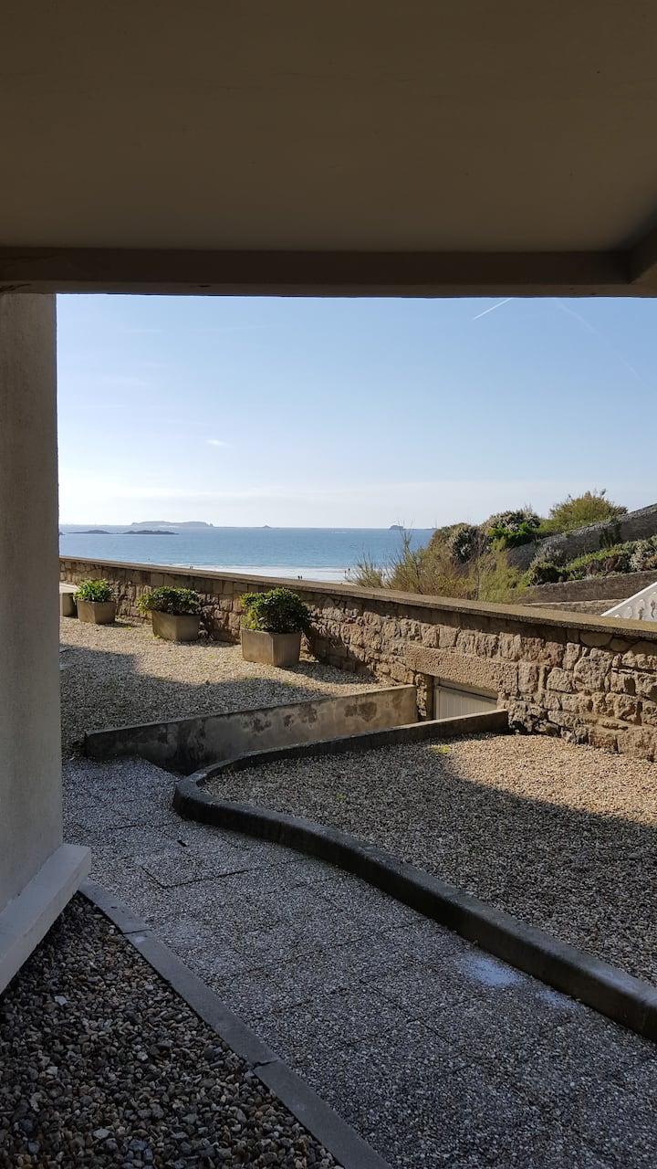 Joli T2 vue sur mer accès plage 3* wifi  lit fait