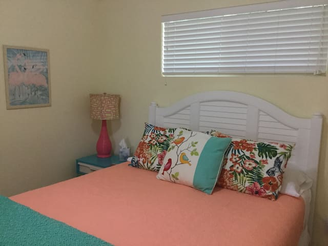 """Sarah, June, 2018 """"Wow ..We loved everything about this.. cottage and would definitely recommend it to anyone looking to stay in the New Smyrna area..like our own private tropical retreat, beautiful views ... We had a great time and hope to return!"""""""