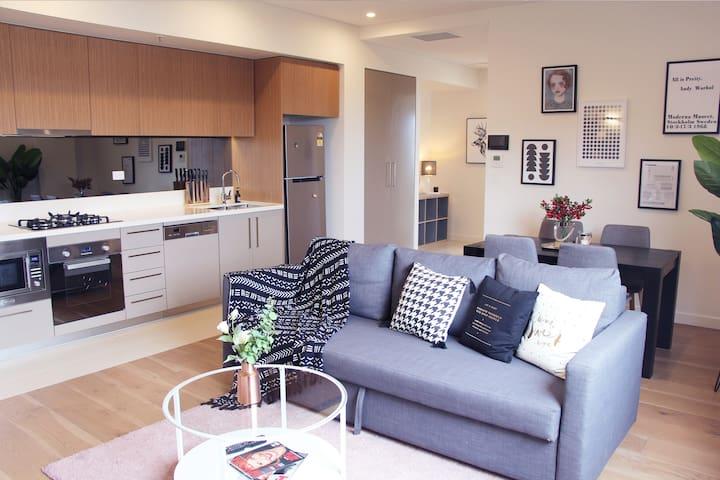 Darling Harbour Designer Apt with CBD View
