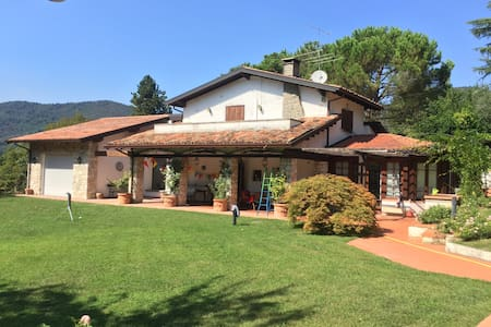 Villa in Franciacorta wineyards - Parmezzana Calzana