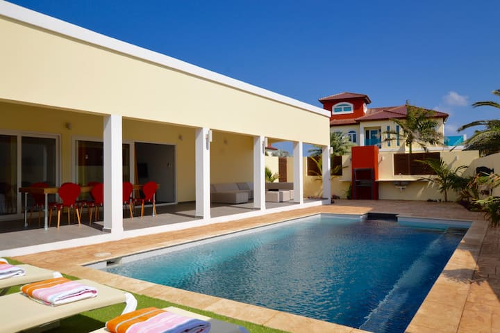 Modern Villa with Private Pool walk to Palm Beach!