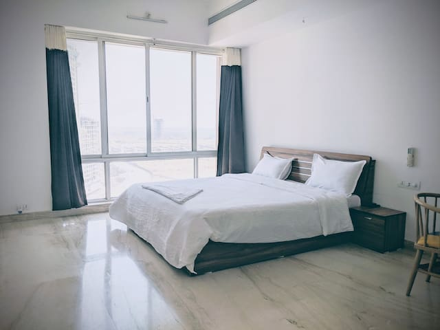 Luxurious Room in a Lavish 4.5 BHK Flat.