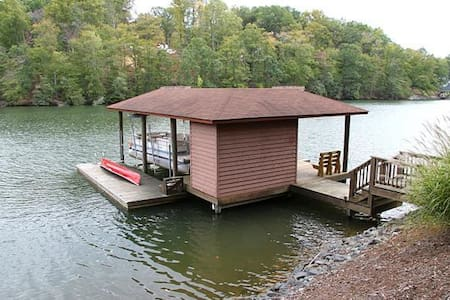 Calm Water Cabin 4 Bedroom house with Lake View - Moneta