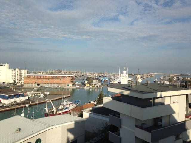 Exciting harbor view studio flat! - Rimini - Lakás
