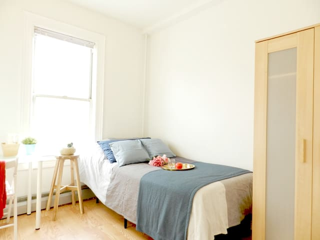 Affordable Room close to train, mall. With WIFI.