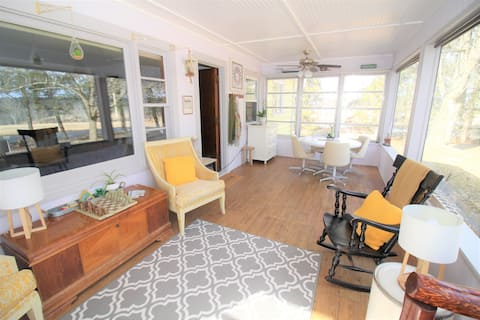 Trudy's Country Retreat: A mile from Bethel Woods