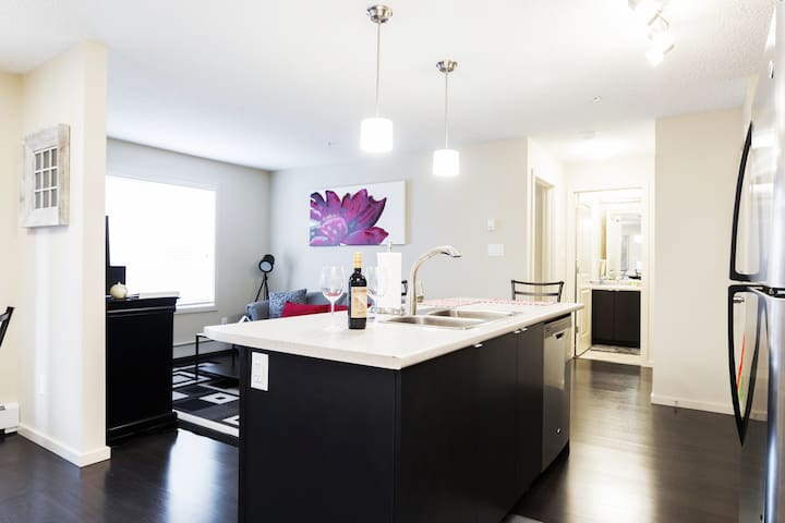 Executive Condo★15 Mins to WEM★UG Parking★Sleeps 6