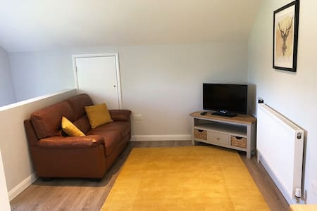 Modern self contained apartment - peaceful area