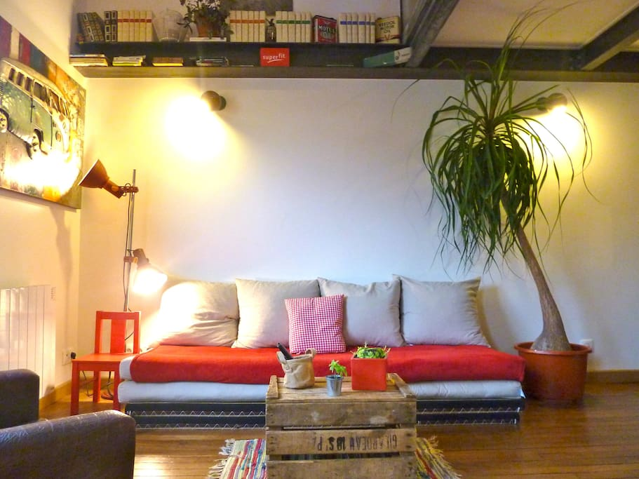 Duplex atypique canal st martin appartements louer for Location local commercial atypique paris