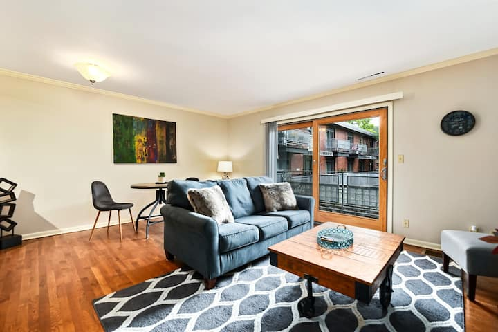 Clean and Sanitized Cozy KC Home Near Westport